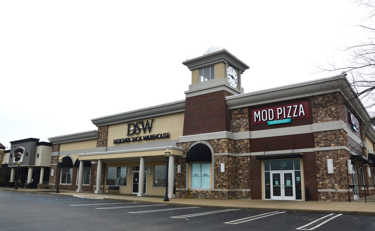 Evansville Pavilion Shopping Center DSW and Mod Pizza Exterior